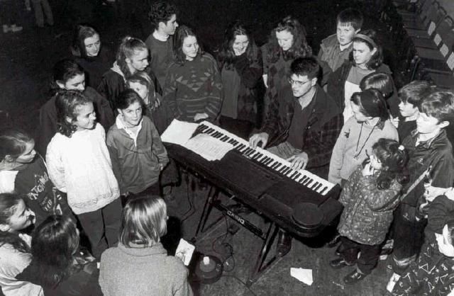 Mother_Goose_1993_John_Flatley_with_Junior_Chorus.jpg