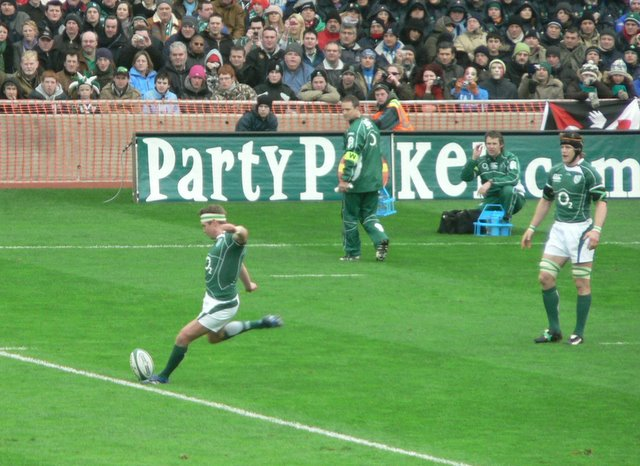 O'Gara kicks a Penalty