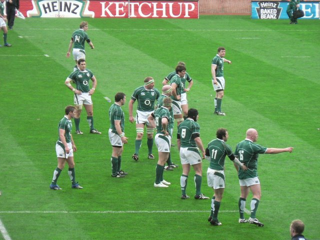 Ireland defend an Italian attack