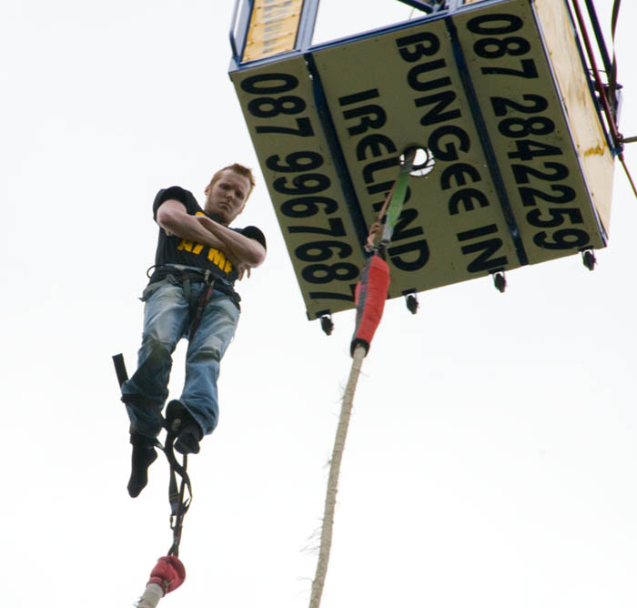 bungee_jumping_on_the_mall1.jpg