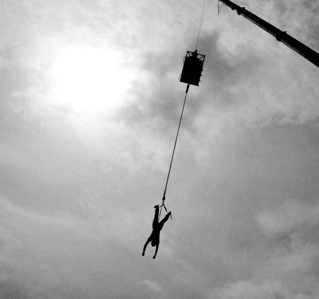 bungee_jumping_on_the_mall5.jpg