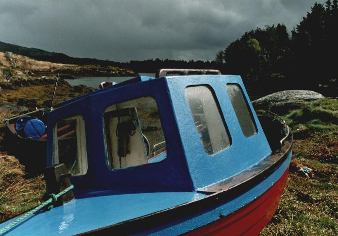 glengarrif_apr_04_blue_boat.jpg