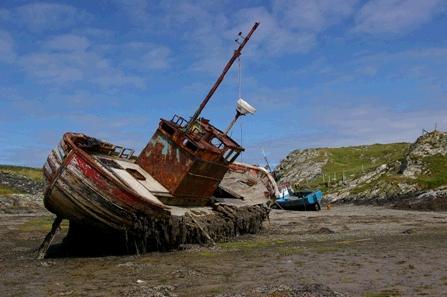 http://www.castlebar.ie/artman2/uploads/1/inishbofin_ship_wreck_b_.jpg