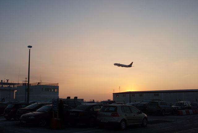 iwak_knock_airport_PC288245.jpg
