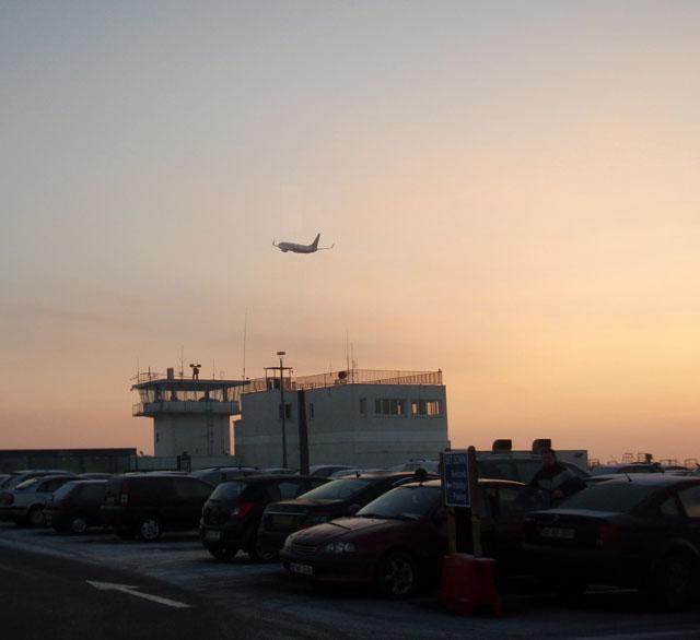 iwak_knock_airport_PC288246.jpg