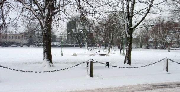 snowonthemall.jpg