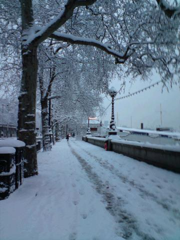 thames_snowpath_-_embankment.jpg