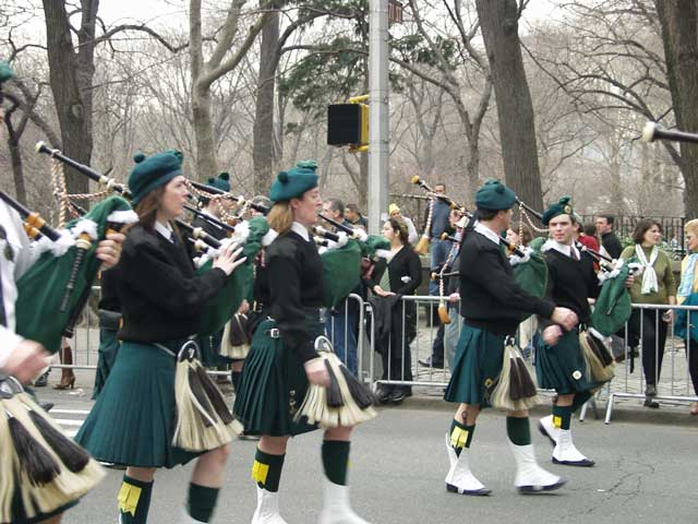 yet-more-bagpipers_001.jpg