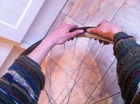 10_Flat_tyre_back_in_thumbs2.jpg