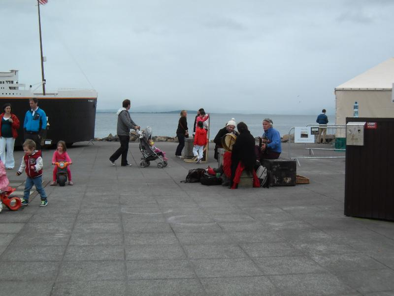 Buskers_at_Galway_Titanic_2_1.jpg