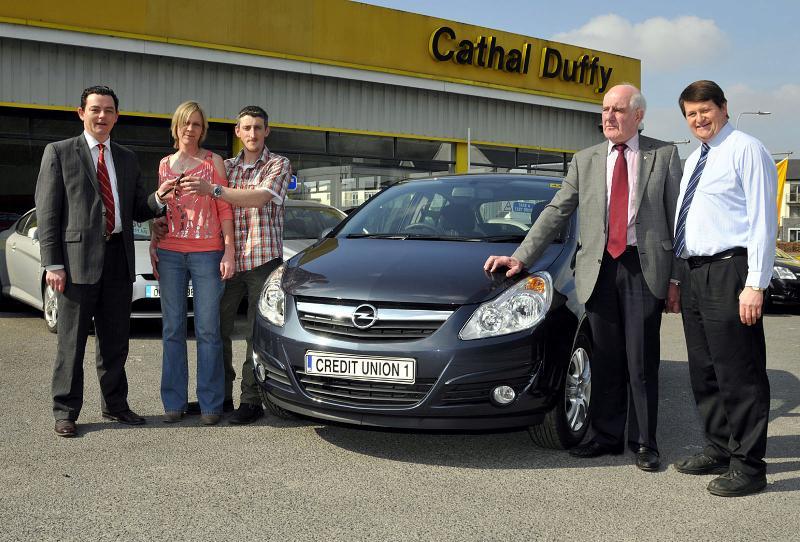 Credit_union_car_winner_MAR_2011_1352.jpg