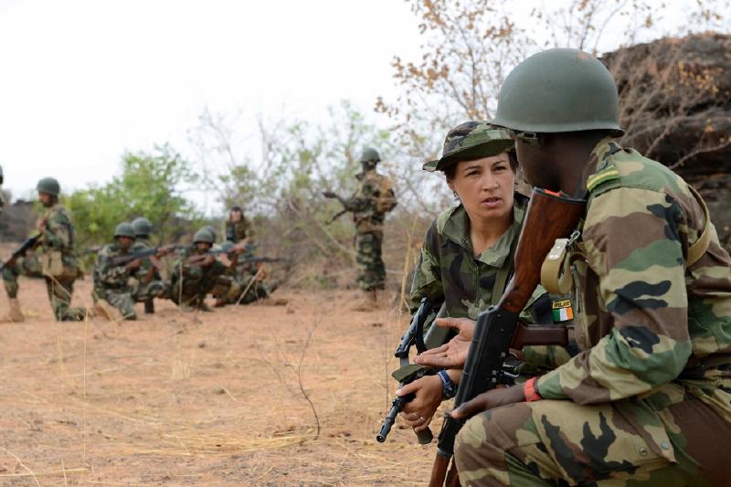 Irish_troops_training_the_Malian_army.jpg