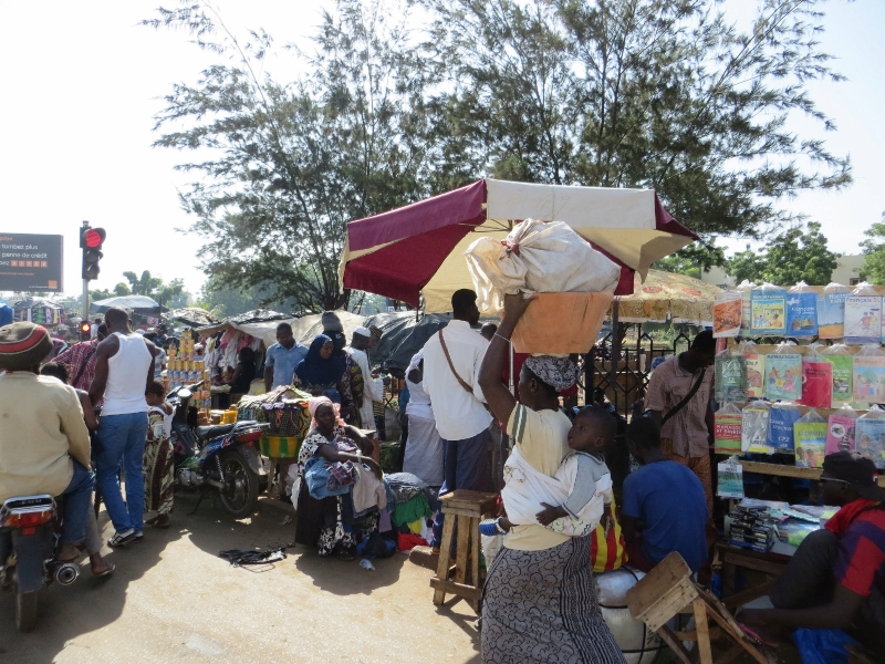 Market_Day_in_Bamako.jpg