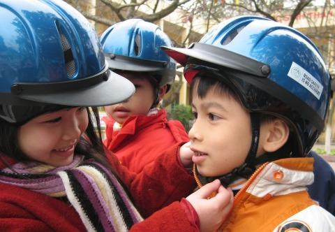 kids_helmets_480px.jpg