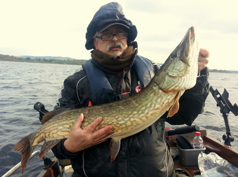 Bert_Muellrick_Germany_with_one_of_his_17_Mayo_pike.jpg