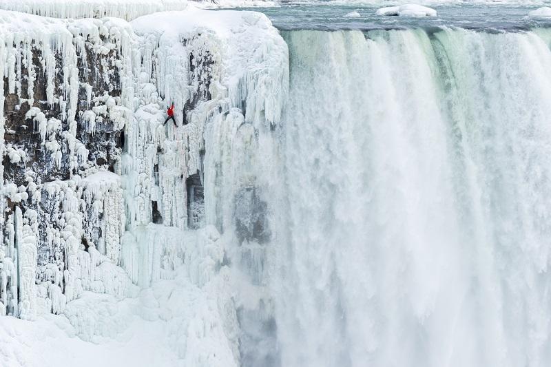 Climber_Will_Gadd_Niagara_Falls.jpg
