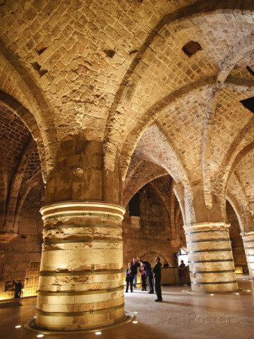 Interior_of_the_Crusader_Castle_in_Akko_Israel.jpg