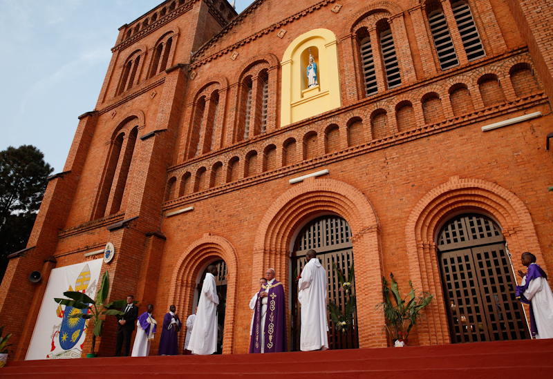 Pope_Francis_at_Bangui_Cathederal.jpg