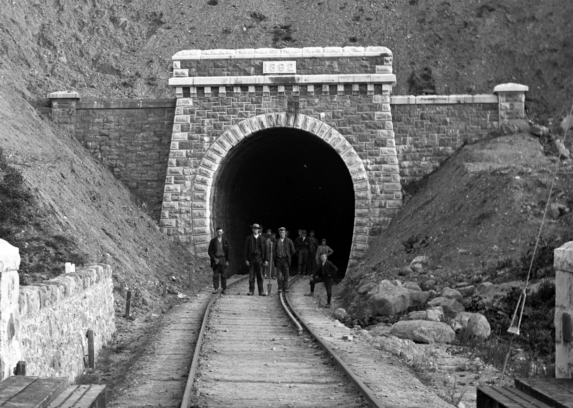 Railway_tunnel_at_Newport__County_Mayo.jpg