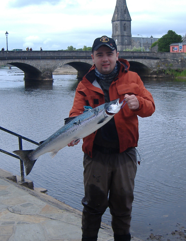 Tony-Lyness-Co--Meath-with-his-7-5_lbs-_Ridge-Pool-fish.jpg