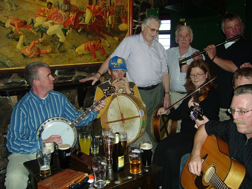 Traditional_musicians_during_The_Humbert_Inn_closing_weekend_in_2006.jpg