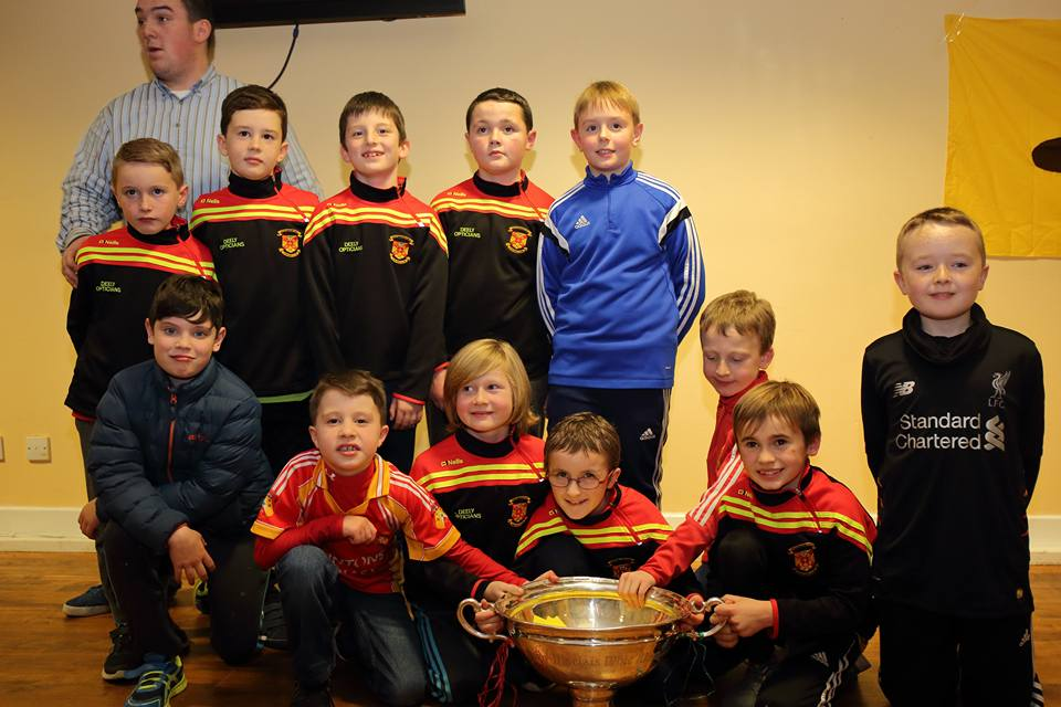 u10_hurlers_with_coach_kevin_obyle_and_the_nicky_rackard_cup_at_presenatation_night_2016.jpg